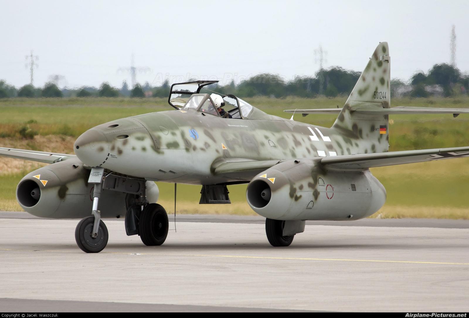 Messerschnmitt ME 262 landing gear thought to explain the Messerschnmitt ME 262