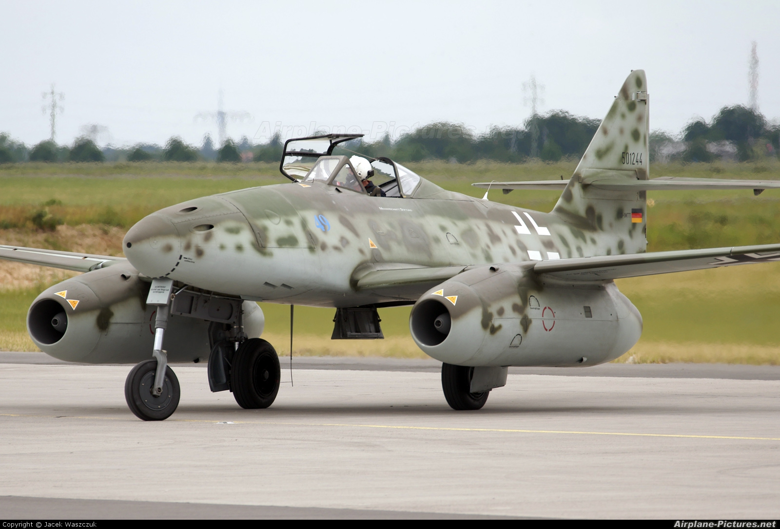 Messerschnmitt ME 262 landing gear thought to explain the Messerschnmitt ME 262